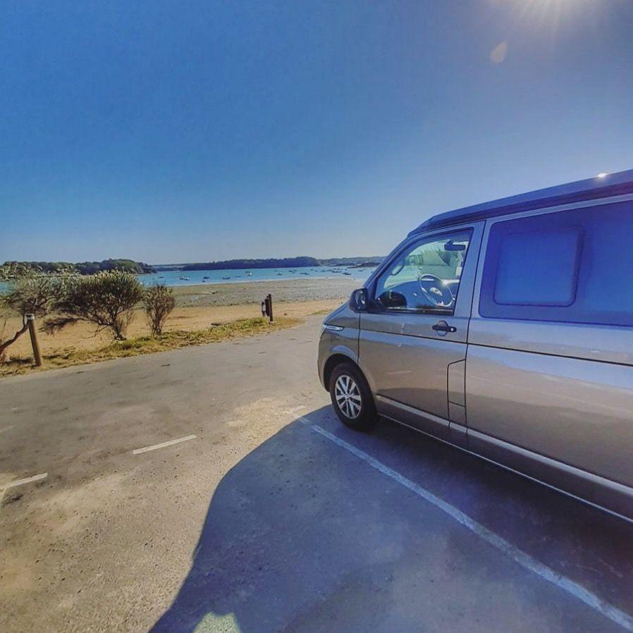 Louer un van Road2Nowhere et faire face à la mer
