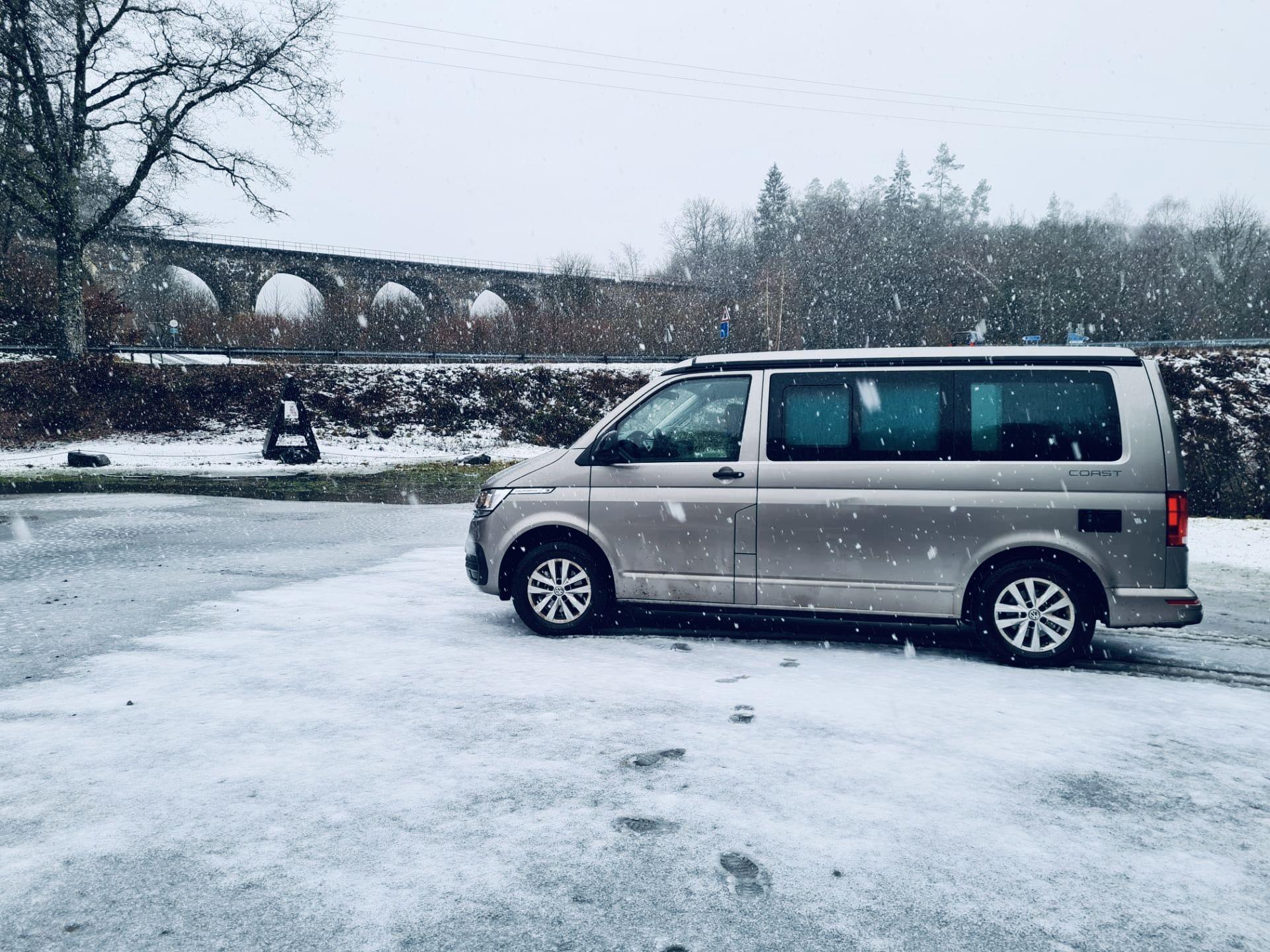 van road2nowhere sous la neige